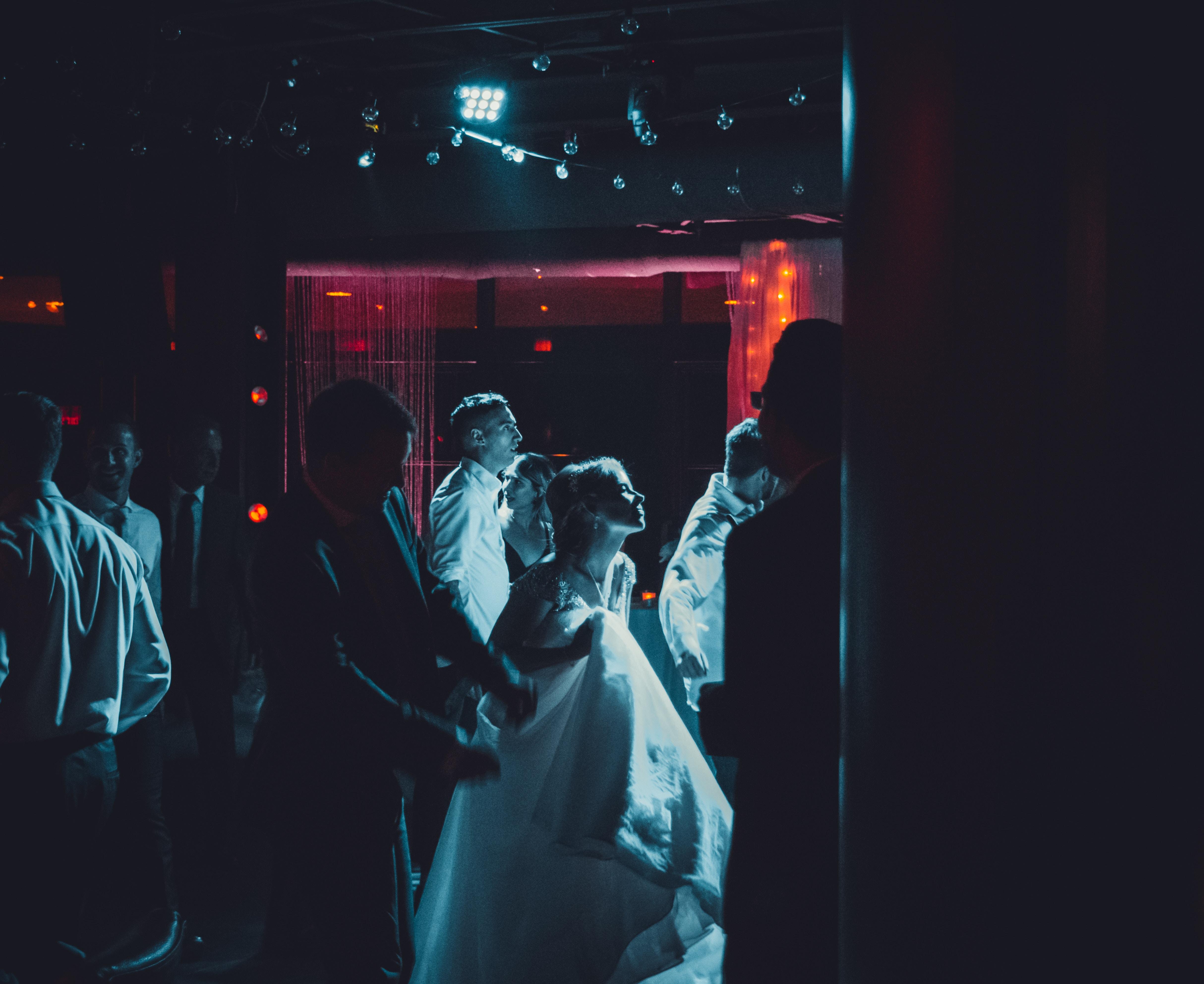 mlada mladoženja ples venčanje