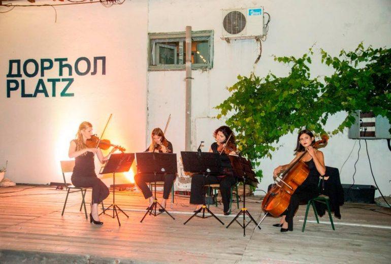 Bazar ženskih inicijativa Atina Wonder Strings